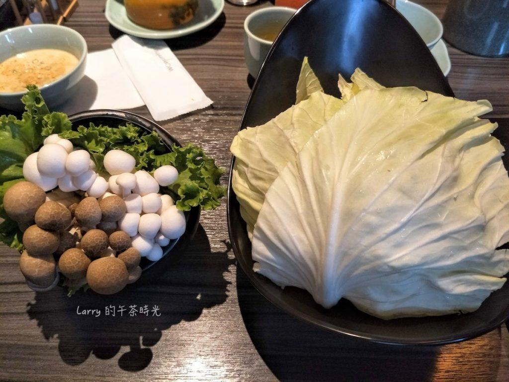 青花驕 麻辣鍋 中山北路 好菇拼盤 高麗菜