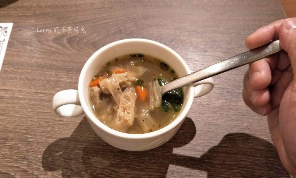 BANCO 窯烤PIZZA 信義 世貿店 自製生麵 牛肚蔬菜清湯