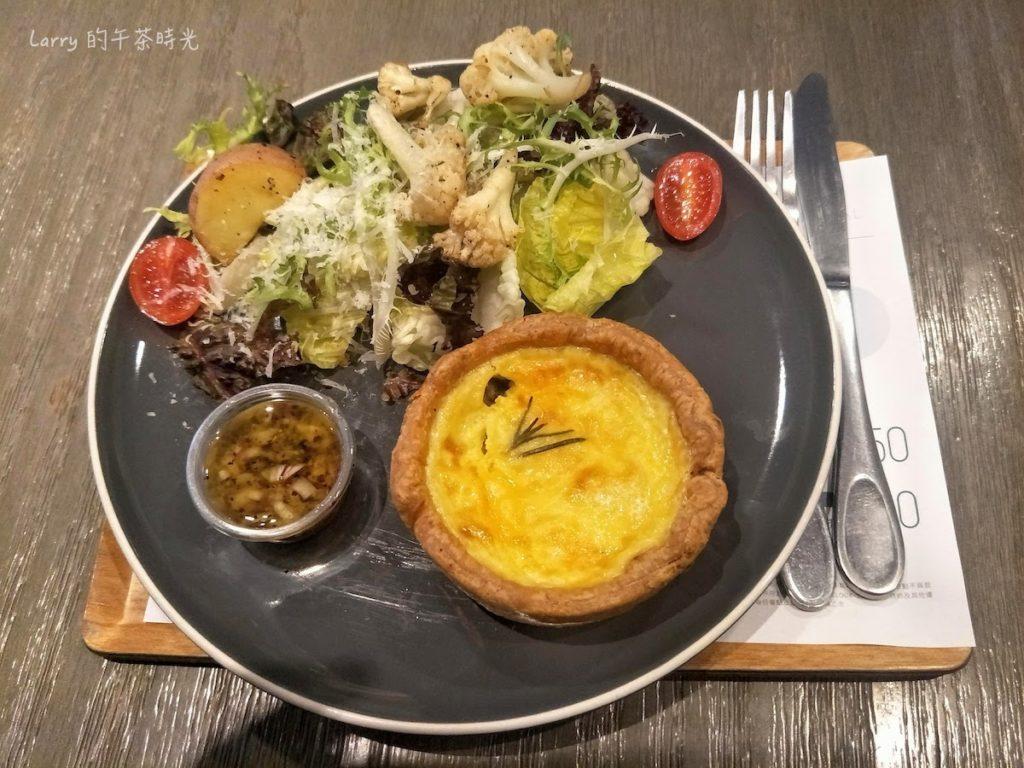 奎克咖啡 台北忠孝店 爐烤雞肉奶油蕈菇鹹派佐鮮蔬沙拉